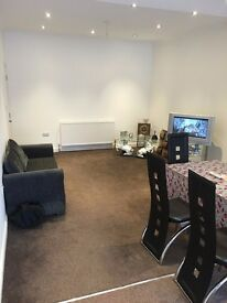 4 BED HOUSE BARKING. 2 BATHROOMS. KITCHEN DINER. 4 DOUBLE BEDROOM £1800 PCM. 5 MIN BARKING STATION.