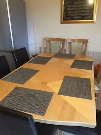 Italian extendable dinning table with 6 chairs