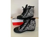 Women's DKNY Wedge Trainers Uk Size 5/38 Black Leather Carmila Double Zip Wedge