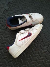 NIKE trainers - boys - size 12