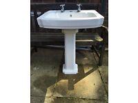 Ceramic sink and pedestal set