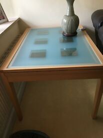 Extendable glass dining table. Seats 6 to 8 people