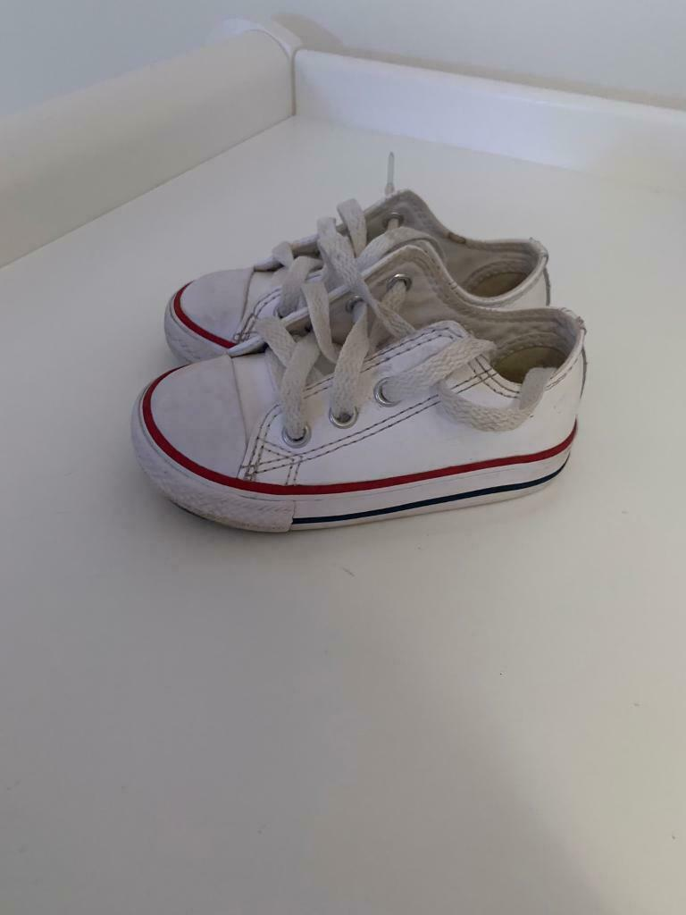 de49a0a9b666 2 x Infant white leather converse - size UK 6