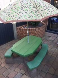 Garden Table with seating/parasol. (Step 2 little tikes)