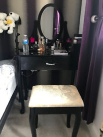 Nice dressing table and chair for sale