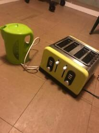 Green kettle & toaster (cook works)
