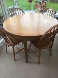 Extendable round pine table with 4 chairs