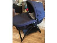 Graco Evo Carry cot and stand
