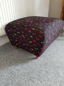 Musical note pattern footstool