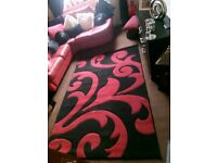Lovely black and red rug like new