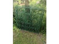 Decortive cast iron driveway Gates £90ono
