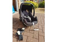 Maxi Cosi Pebble car seat black from 0-13kg with bugaboo bee adaptors