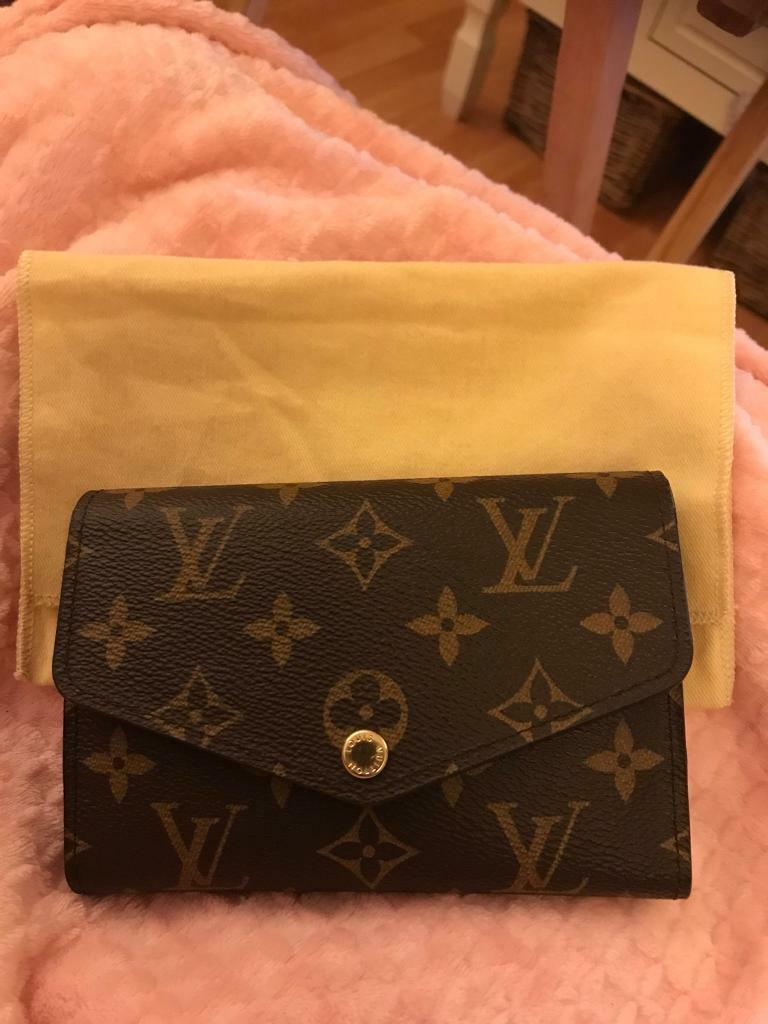 "498e5ac3b2755a ""RARE"" Louis Vuitton Sarah compact ""RARE"" 