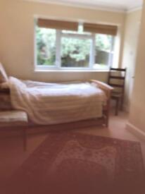 Single rooms are available near Hove station /Hove park