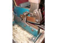 Garage workbench guillotine