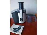 Philips HR1861 juicer , aluminium centrifugal 700 watts used but good condition with instructions