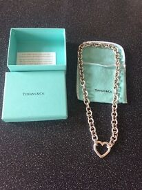 Tiffany necklace, excellent condition and 100% genuine, comes with box and dust bag . 250.00 ovno