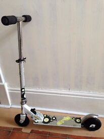 Kids fold up scooter in very good condition
