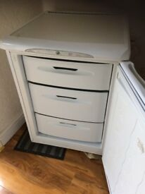 FROST FREE HOTPOINT 'FUTURE' UNDERCOUNTER FREEZER IN GOOD WORKING CONDITION