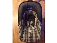 Mama & Papa's car seat, in excellent condition (can deliver £3)