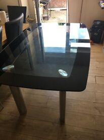 Dining table in good condition