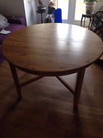 Round Extendable Wooden Dining Table (can deliver)