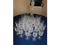 A BOYNE VALLEY LEAD CRYSTAL DECANTER PLUS A SELECTION OF CRYSTAL GLASSES