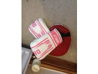 brand new kids girls boxing gloves age 4-9 + hand punch pad PICK UP FROM KESSINGLAND