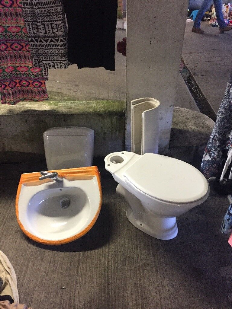 toilet cistern and basin pedestal