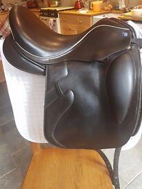 "Barnsby Monoflap Dressage Saddle 17"" W"