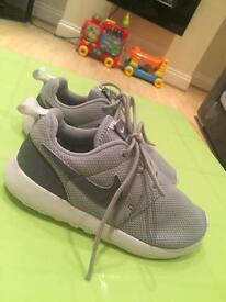Boys Nike roshe trainers size 12