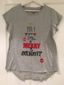 Grey & Red Festive Christmas Tee-shirt - size 8-10 (Small by Matalan)