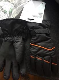 Kids size 8/10 DARE2B gloves