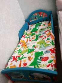 Finding dory toddler bed, mattress & x 2 duvets