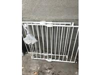 2 x Lindam Push to Shut Extending Metal Stair Gates (with fixings)