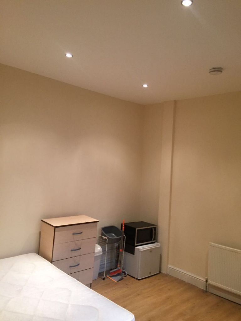 Nice Studio Flat for £875pcm seven kings alll bills included Available NOW!