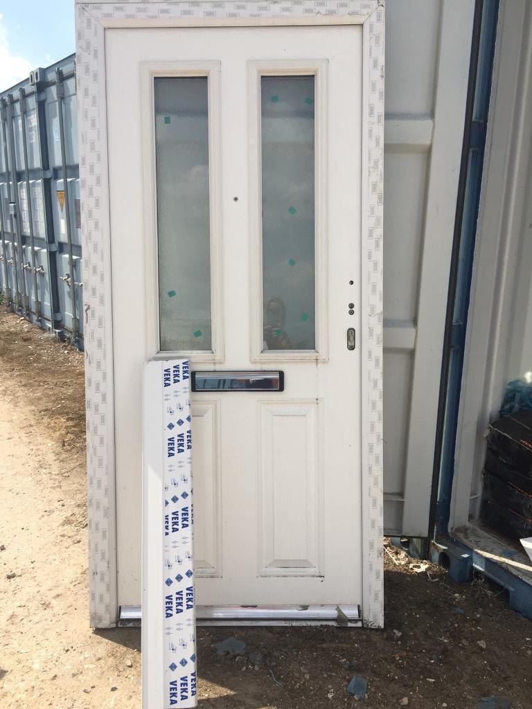 NEW white composite front door 975 x 2080 has crack in frame (Ref ...