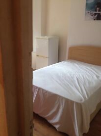 Large double room In roath available now ! (Short term )