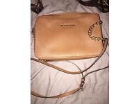 Michael kors bag like new condition wit matching purse