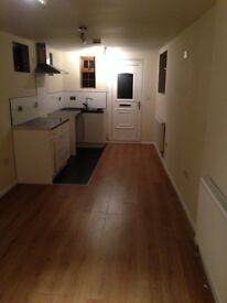 Studio Flat Viewings available now £550 per month