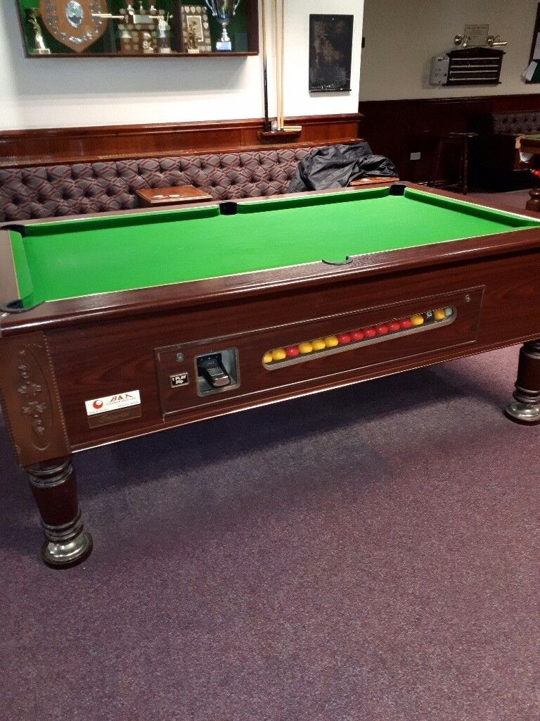 Slate Bed Pool Table With Overhead Lights