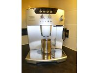Delonghi Magnifica Bean to cup coffee machine. Silvery chrome.Grinds beans and makes you a coffee.