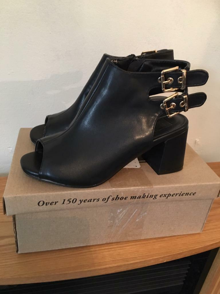 large discount in stock exclusive range JD Williams Cushion Walk Peep Toe Strap shoes-Black Size 4   in Dunstable,  Bedfordshire   Gumtree