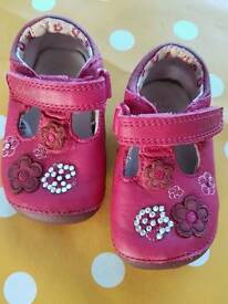 CLARKS 1st Shoes size 2.5
