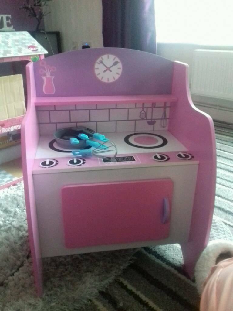 On Pink Wooden Kitchen And Hove Dolls House