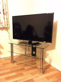 "40"" LED Full HD TV - Remote and Stand"
