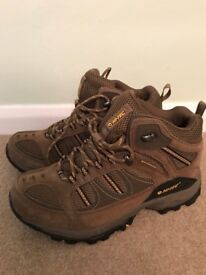 HiTec walking boots - brown size 6.5