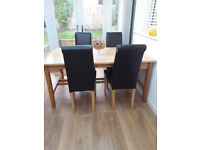 Dining table and 4 chairs in oak - extendable.