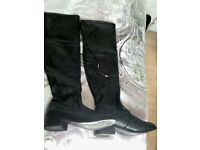 2 PAIRS OF THIGH BOOTS