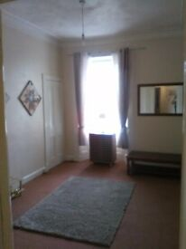 SPACIOUS DOUBLE ROOM FOR RENT....F ALKIRK.....CLOSE TO TOWN CENTRE AND BUS/TRAIN STATION.